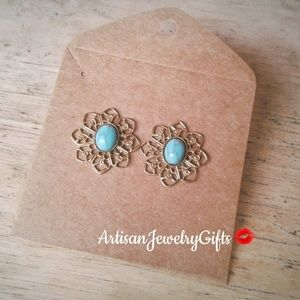 Hypo-Allergenic Turquoise Daisy Stud Earrings
